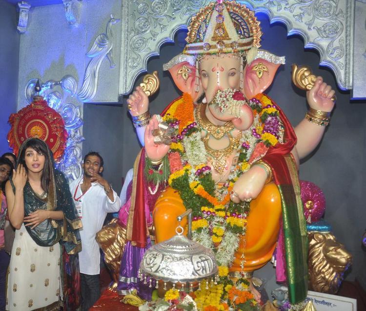 Priyanka Chopra Snapped At Ganapati Andheri Cha Raja 2013