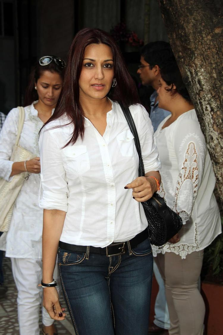 Madhuri Dixit's Father Prayer Meet Sonali Bendre Still
