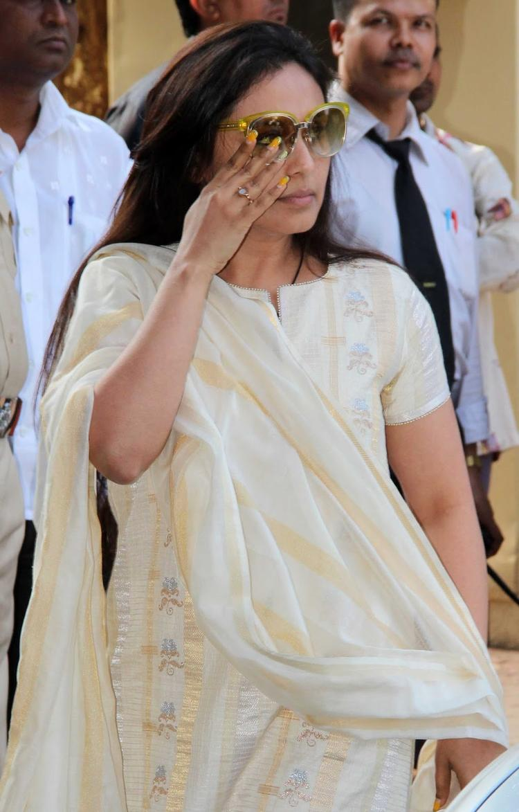 Rani Arrives Madhuri Dixit's Father Prayer Meet