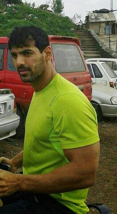John Abraham Cool Look On The Sets Of Welcome Back Movie