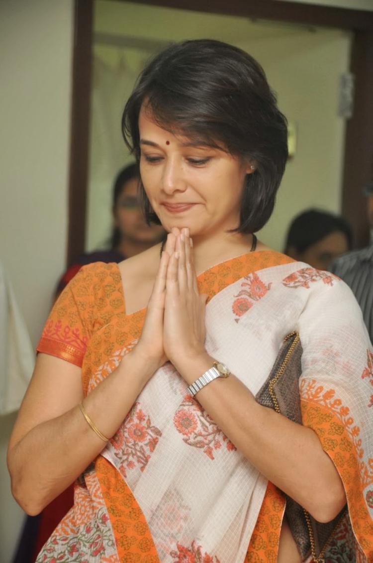 Amala Akkineni Greets Public During The Launch Of United Hospitals At Madhapur, Hyderabad
