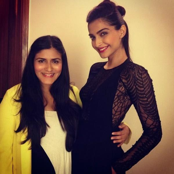 Sonam Kapoor Posed With A Friend At Elle Beauty Awards 2013