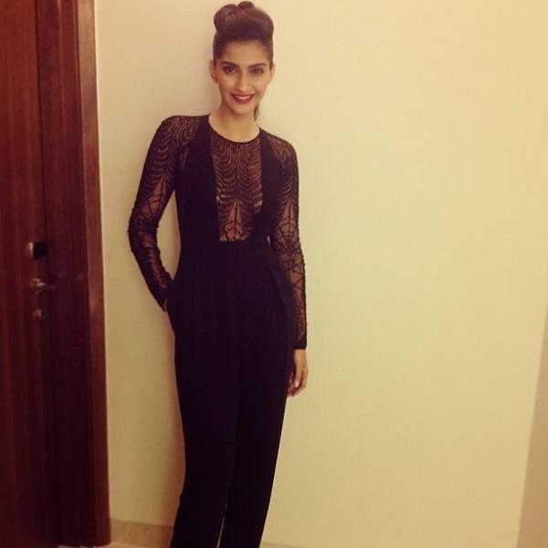 Sonam Kapoor Stylish Look At Elle Beauty Awards 2013
