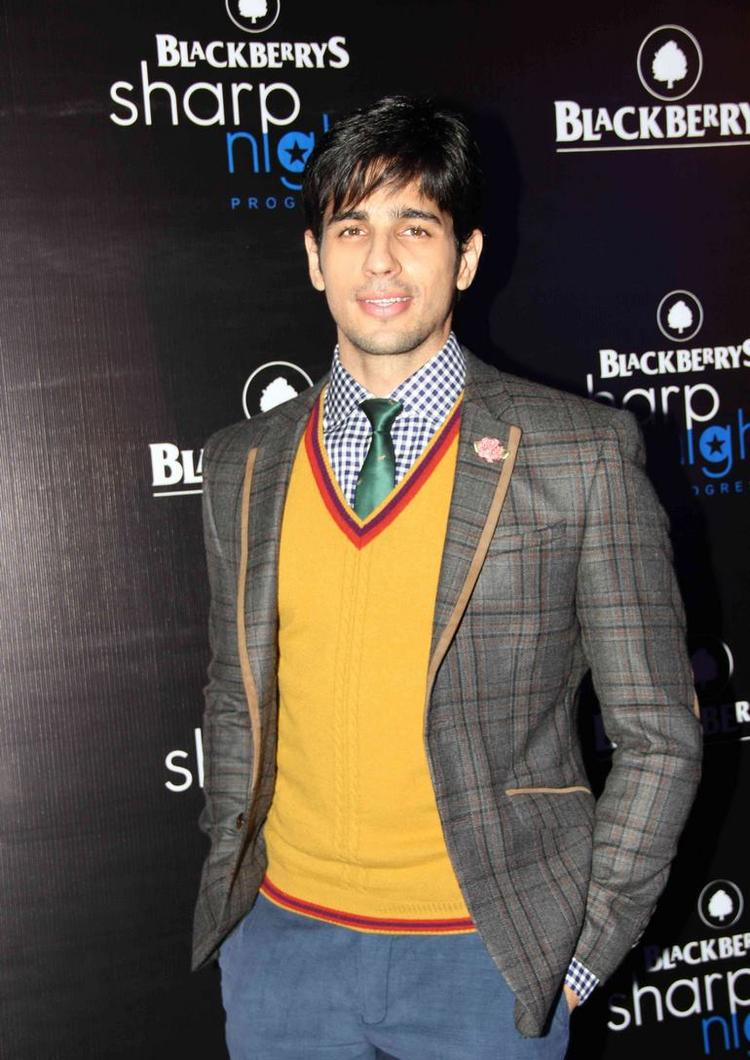 Sidharth Malhotra Stunning Look Posed At Blackberry Sharp Night Fall-Winter 2013 Collection
