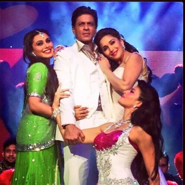 SRK,Madhuri,Rani And Jacqueline Cool Romantic Pose On The Stage At Temptations Reloaded 2013 In Sydney