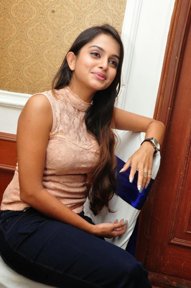 Sheena Shahabadi Cute Face Look During The Logo Launch Of Nuvve Naa Bangaram Movie