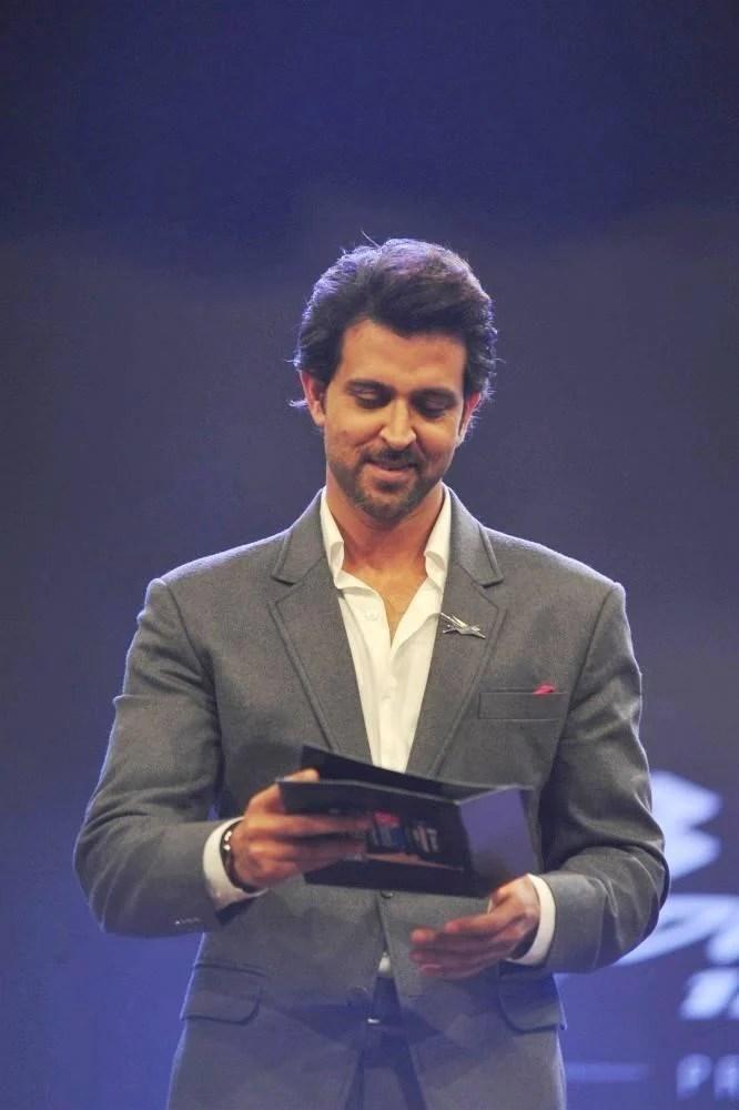 Hrithik Annaunces Award At Dr. Batra's Positive Health Awards 2013