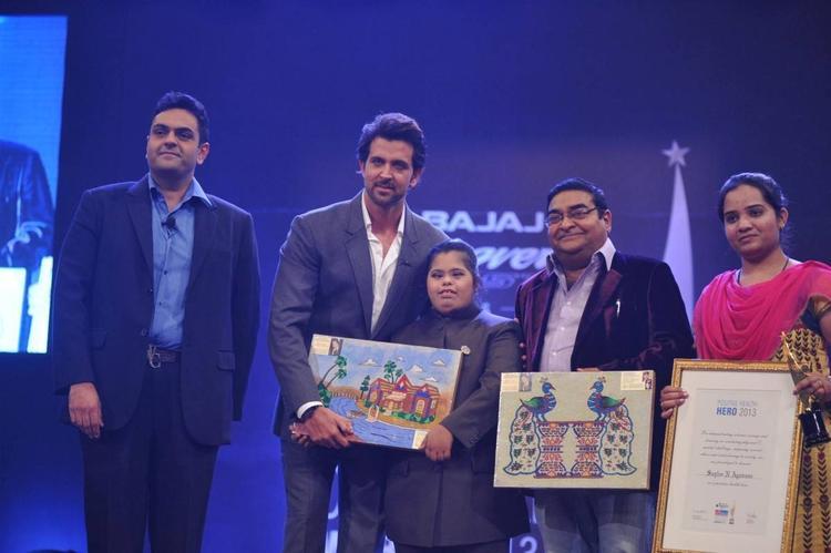 Hrithik Roshan Present Awards At Dr. Batra's Positive Health Awards 2013