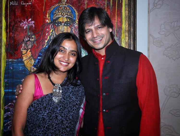 Priyanka With Hubby Vivek Cozy Looks During Diwali Celebration At Residence