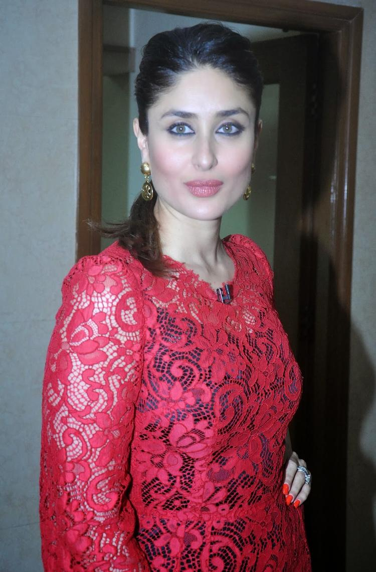 Kareena Glowing And Fresh Look Still During Her Film Promotion Event At KBC 7