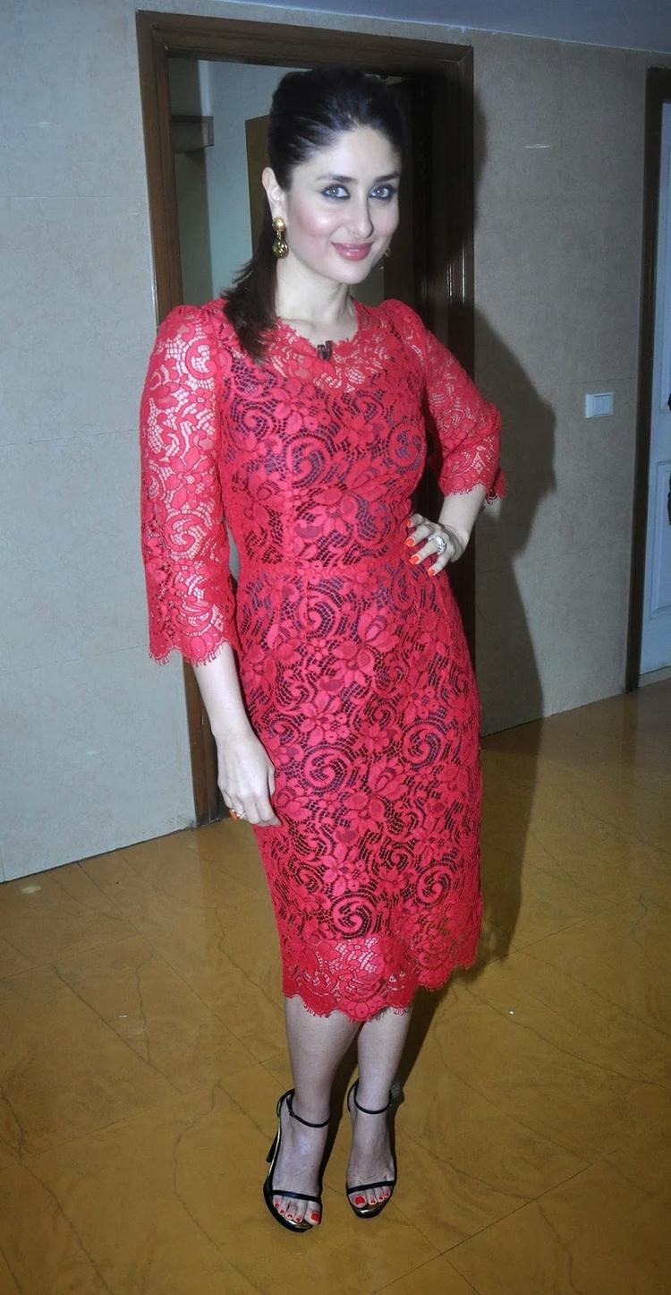 Kareena Kapoor Snapped At On The Sets Of KBC 7 To Promote Her Movie GTPM