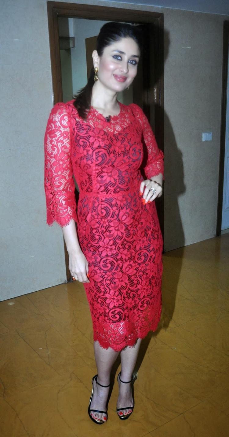 Kareena Sexy Pose In Dolce And Gabbana Dress At KBC 7 For GTPM Promotion