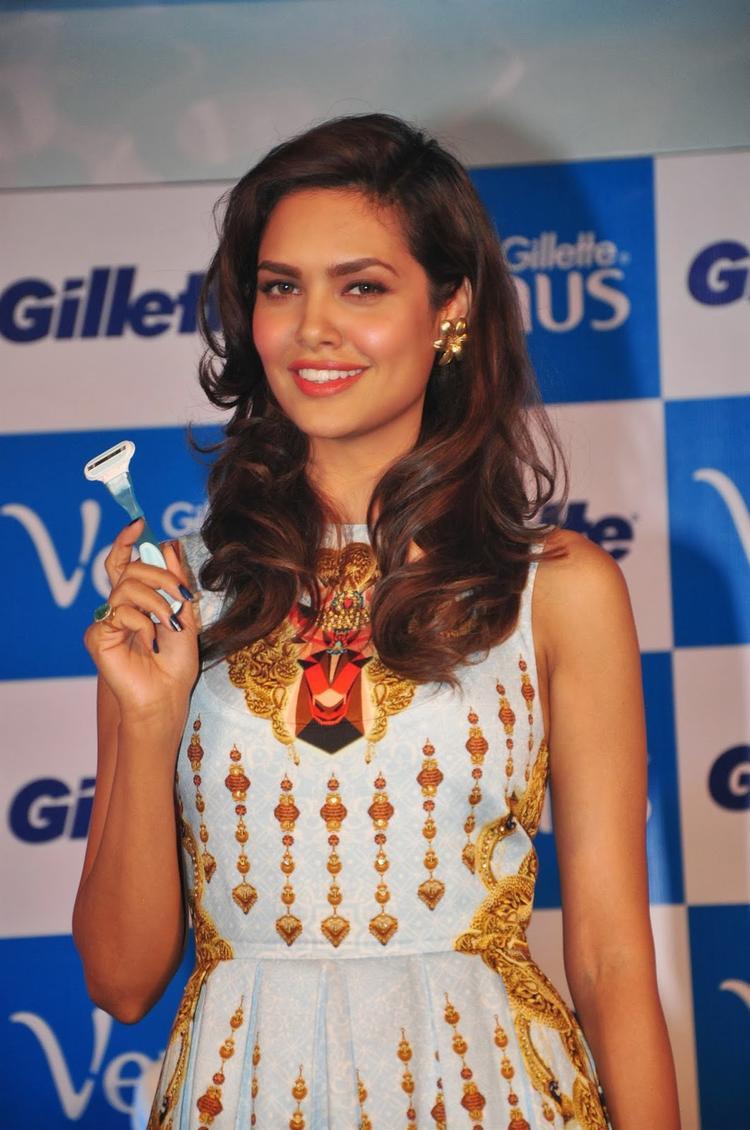 Esha Gupta Sweet Smile Cute Pose With Gillette Venus Razor For It's Launch