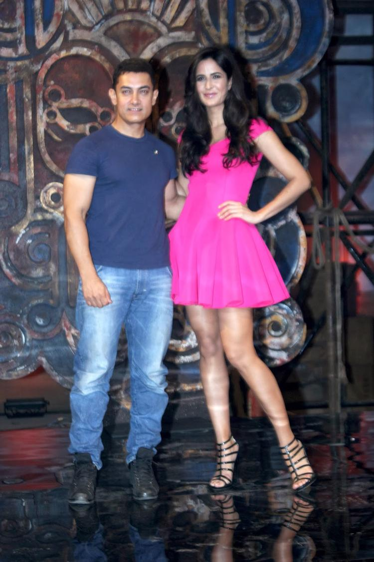 Katrina Kaif And Aamir Nice And Cool Pose During The Launch Event Of Dhoom Machale Song