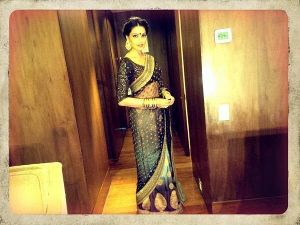Bipasha Stunning Pic In Dual-Toned Sabyasachi  Saree At The Kolkata International Film Festival