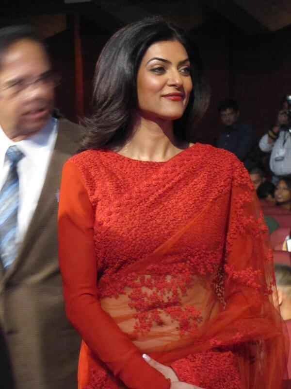 Red Hot Sushmita Sen Snapped At The Kolkata International Film Festival 2013