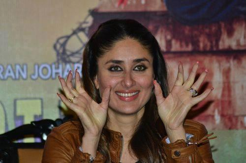 Kareena Strikes A Pose During The Promotion Of GTPM In Kolkata