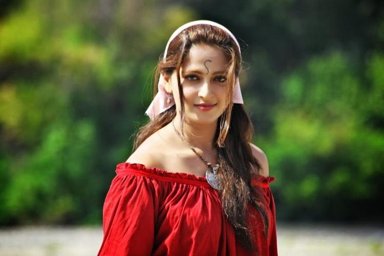 Anushka Shetty Cute Attractive Look In Varna Telugu Movie