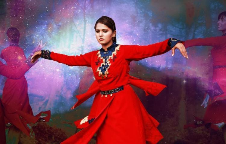 Anushka Shetty Nice Dancing Pose From Varna Telugu Movie
