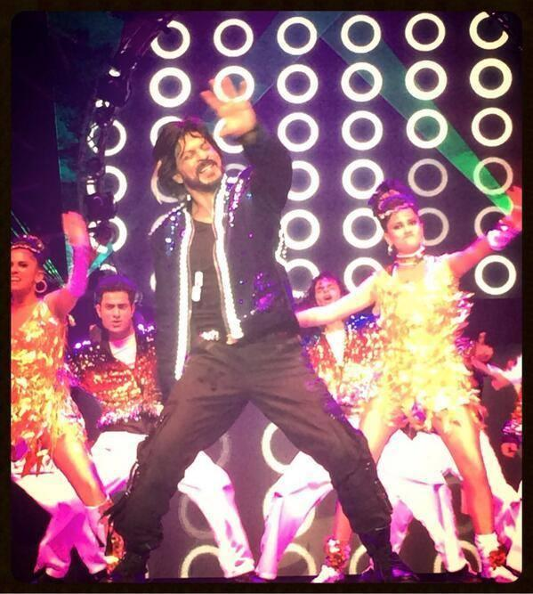 SRK Rocking Breathless Performance At Access All Areas Concert 2013