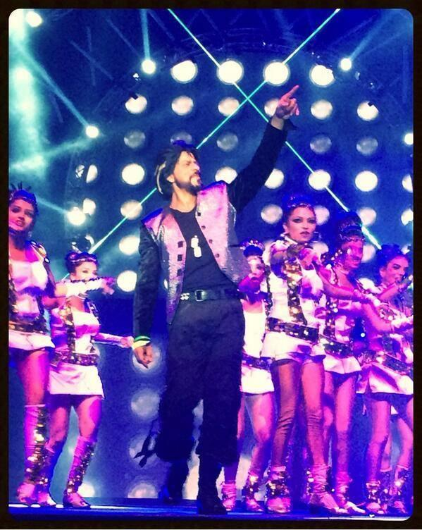 SRK Sizzling Performance During The Access All Areas Concert 2013