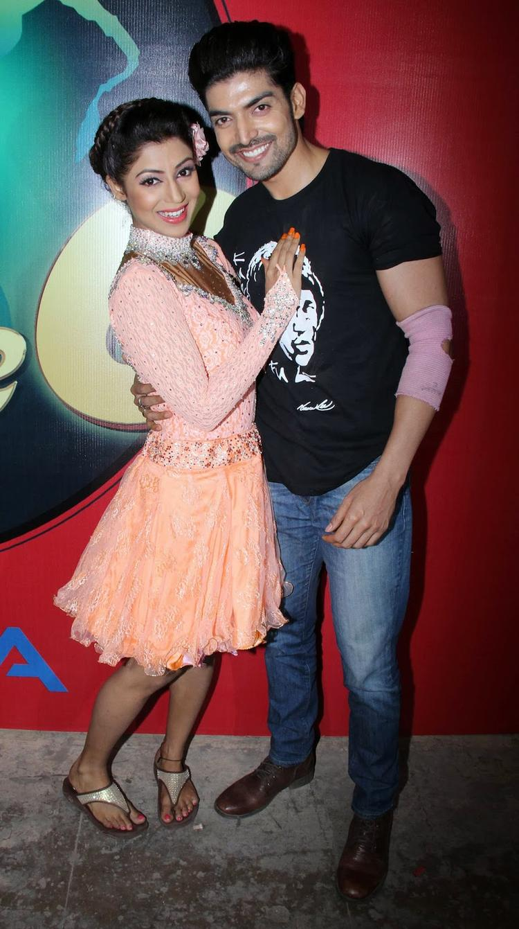 Strong And Hot Jodi Gurmeet And Debina On The Shooting Set Of Nach Baliye 6