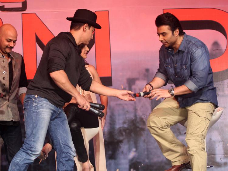 Aamir And Uday Promote During The  Press Conference Of Dhoom 3