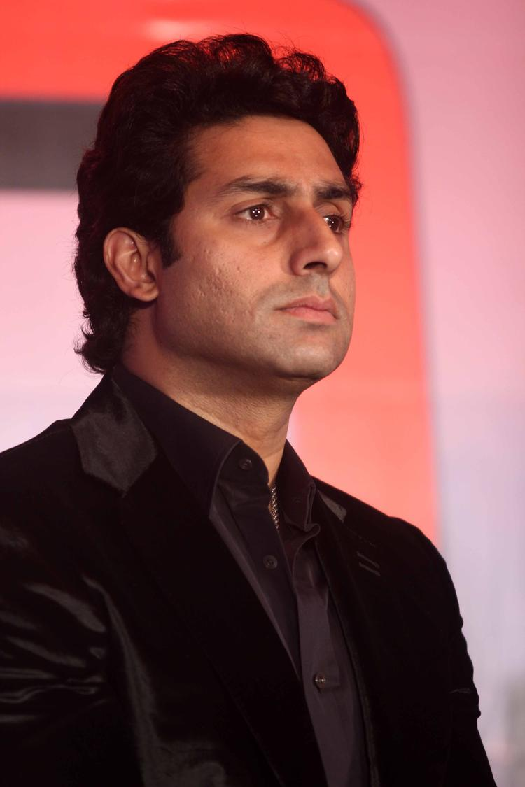 Abhishek Bachchan Dappers Look In Suit Dhoom 3 Press Conference