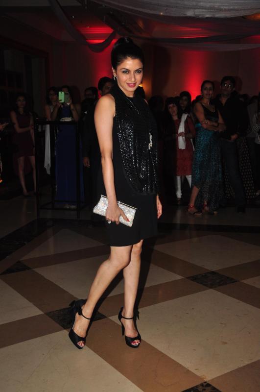 Bhagyashree Rocks In Black At Rohit Verma Marigold Watches Fashion Show 2013