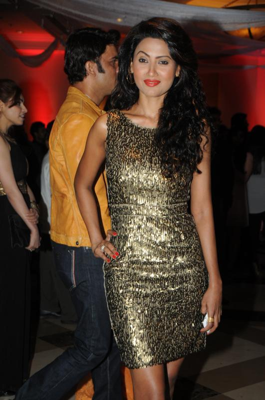 Nigaar Khan Dazzling Look At Rohit Verma Marigold Watches Fashion Show 2013