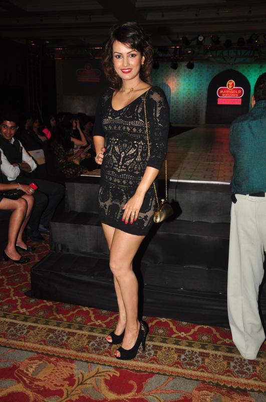 Nisha Rawal In Short Black Dress Spicy Look At Rohit Verma Marigold Watches Fashion Show 2013