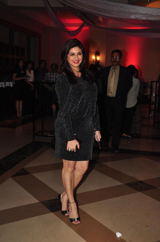 Smiling Vahbbiz Dorabjee Dsena Cool Look At Rohit Verma Marigold Watches Fashion Show 2013
