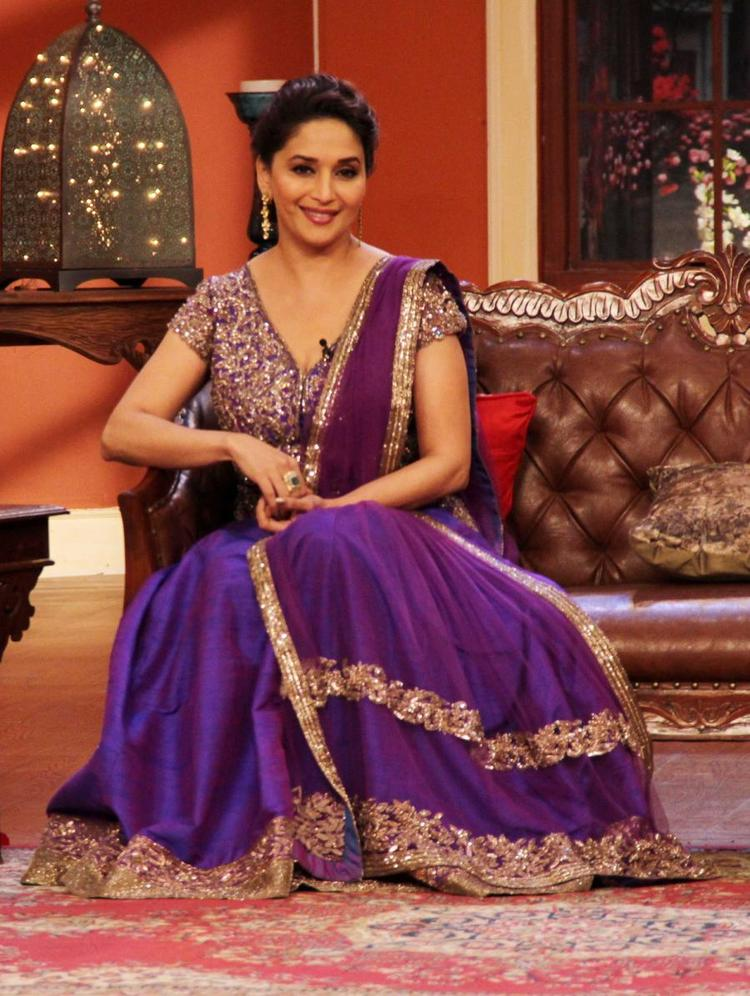 Madhuri Appear On The Sets Of Comedy Nights With Kapil For Dedh Ishqiya Promotion