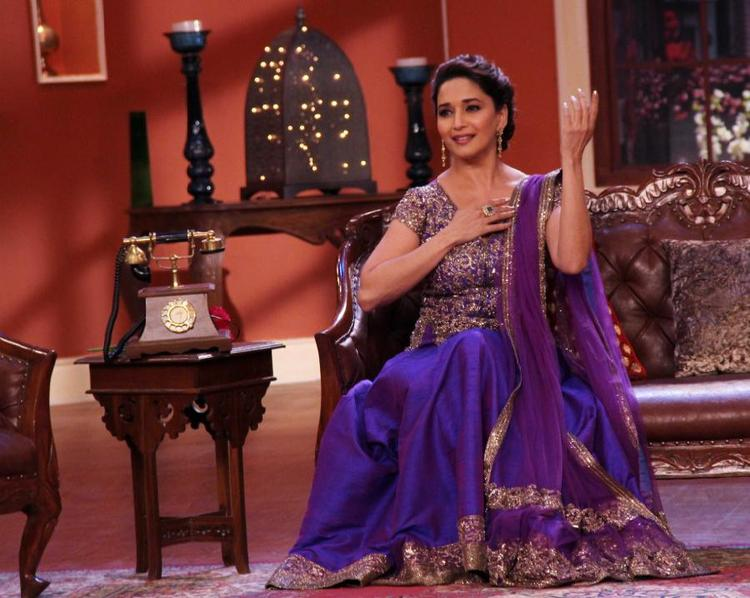 Madhuri Dixit Strikes A Step During Dedh Ishqiya Promotions At Comedy Nights With Kapil Sets