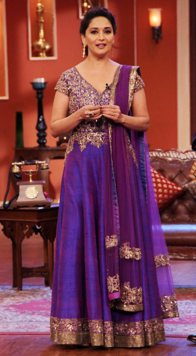 Madhuri Interacts With Her Fans During Dedh Ishqiya Promotions At Comedy Nights With Kapil Sets