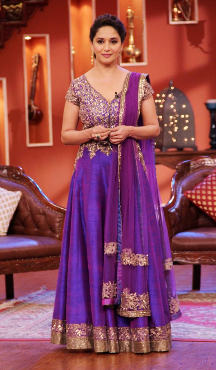 Madhuri Looking Gorgeous During Dedh Ishqiya Promotions At Comedy Nights With Kapil