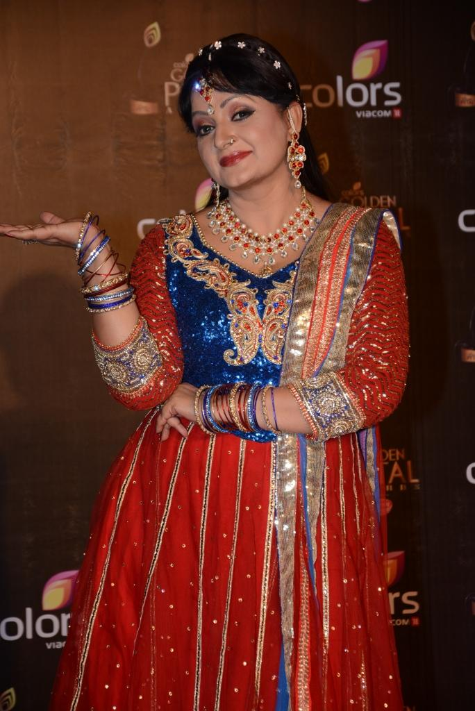 Upasna Singh Strikes A Pose At Colors TV 3rd Golden Petal Awards 2013