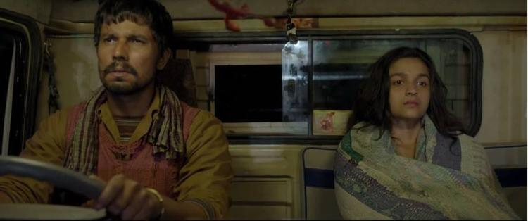 Alia Bhatt And Randeep Journey In A Truck For Highway Movie Shooting