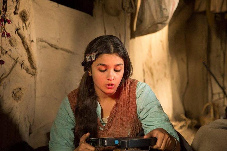 Bollywood Bubbly Beauty Alia Bhatt A Still From The Movie Highway