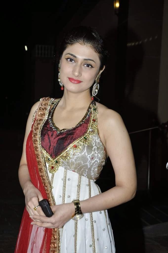 Ragini Khanna Charming Pic At Aamna And Amit Wedding Reception