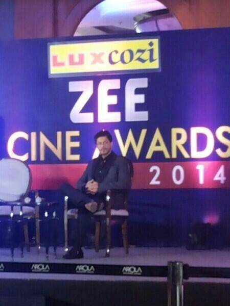 Shahrukh Khan Gestures At Zee Cinema Awards 2014 Press Conference