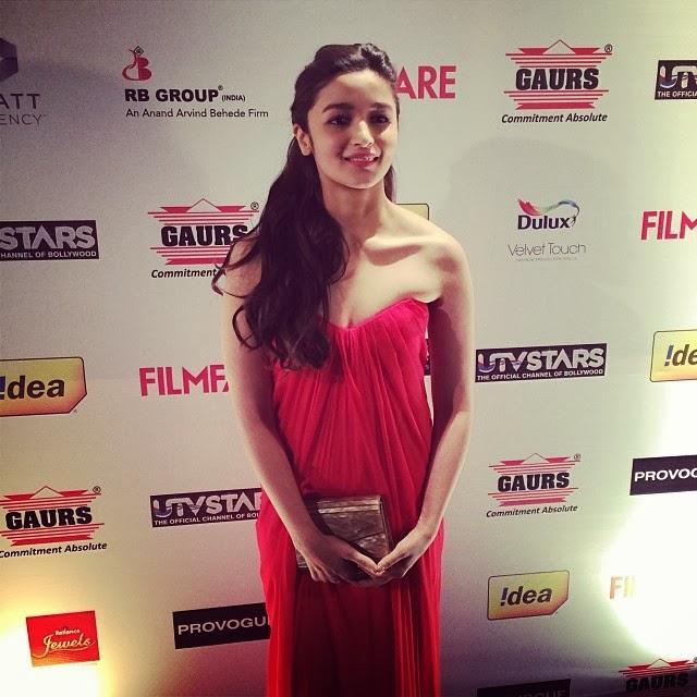 Cute Bollywood Beauty Alia Bhatt Snapped At 59th Idea Filmfare Pre-Awards Party
