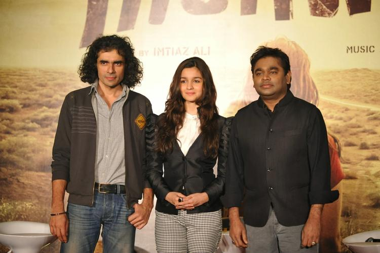 Imtiaz,Alia And A R Rahman Nice Pose During The Music Launch Of Highway