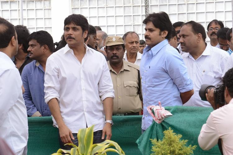 Nagarjuna And Pawan During The Akkineni Nagesh Rao Death