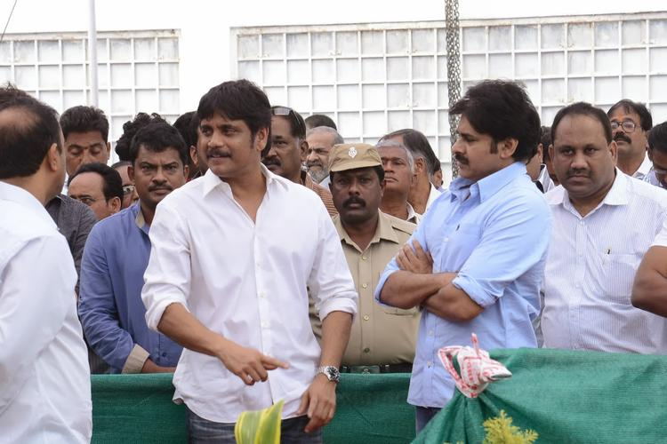 Nagarjuna And Pawan Spotted To Pays Last Respect To Akkineni Nagesh Rao