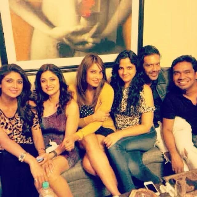 Shilpa,Shamita And Bipasha Smiling Pose For Camera At 35th Shamita Shetty's Birthday Party