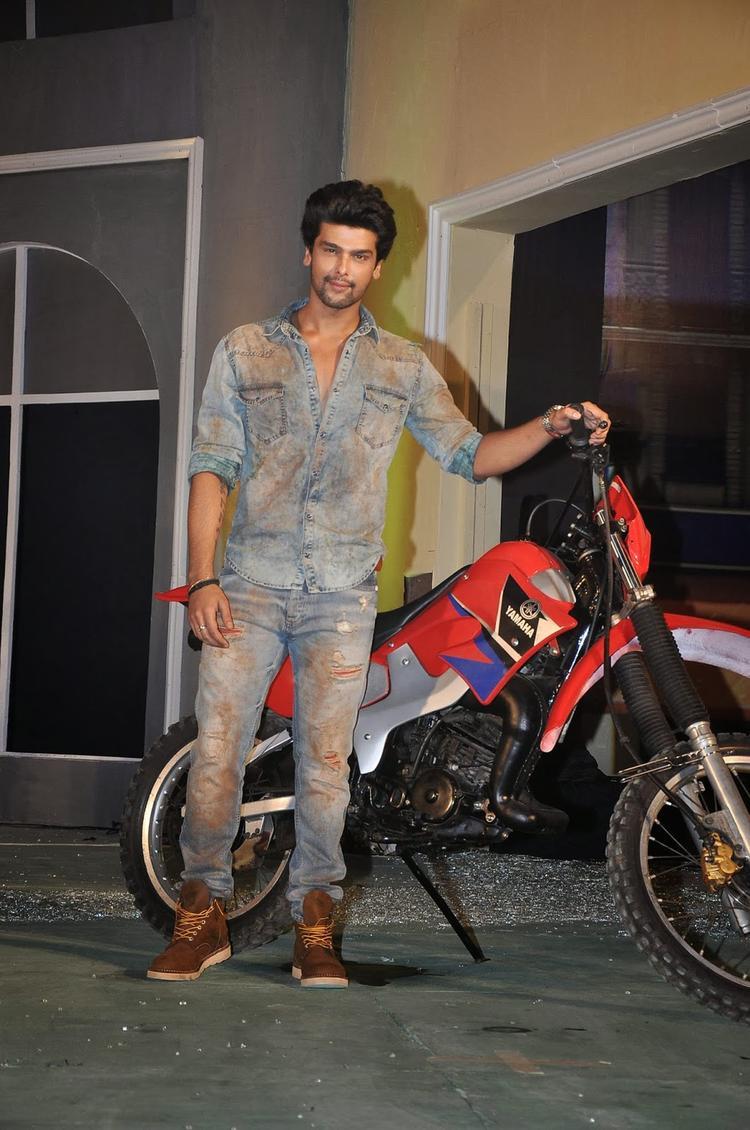 Kushal Tandon Posed With A Bike At The Launch Of Fear Factor – Khatron Ke Khiladi Season 5