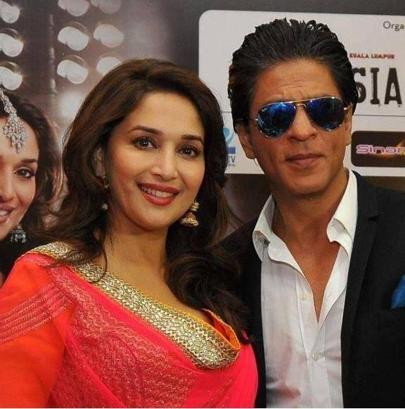 SRK And Madhuri Dixit Pose For Photo At The Temptation Reloaded Press Conference