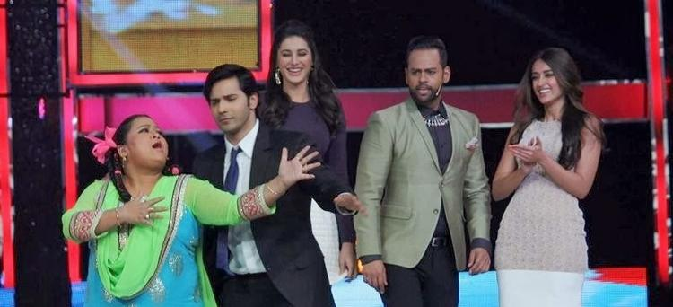 Bharti,Varun,Nargis,VJ Andy And Ileana Rocking Pose During The Promotion Of Main Tera Hero On The Sets Of India's Got Talent