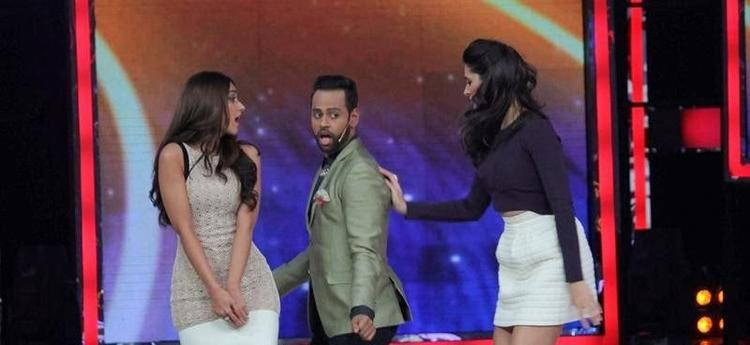 Ileana,VJ Andy And Nargis Shaked Their Legs On The Sets Of India's Got Talent During The Promotion Of Main Tera Hero